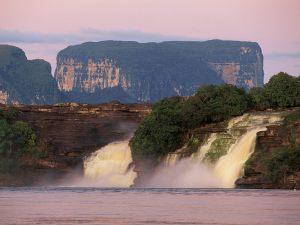 AEl-Hacha-Waterfall-Canaima-National-Park-Venezuela