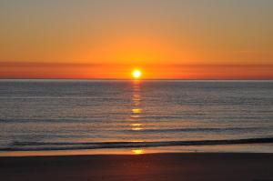 sun-rises-on-lauderdale-by-the-sea-tiffney-simko