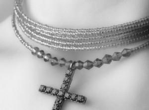 woman-wearing-crucifix