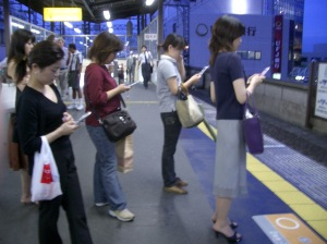 A02-03-12-people-phones