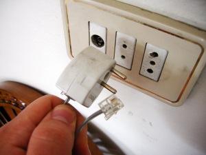 A2009-04-01_syrian-telephone-jack-plug