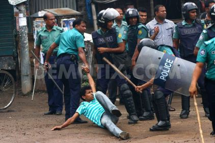 1378388847-political-activists-and-police-clash-in-dhaka-_2591011