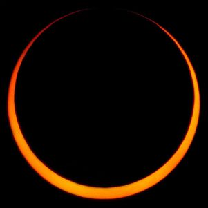 598px-May_2012_Annular_Solar_Eclipse_(IV)