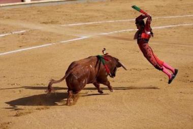 BullfightSlideshow03-001