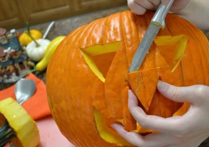 KCarvingAPumpkin-2-1024x720