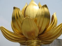 Macau-Golden-Lotus-Statue-Closeup
