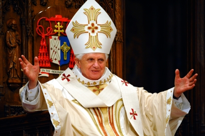 Pope Benedict XVI, greets faithful upon his arrival at St. Patrick's Cathedral in New York to celebrate Mass, Saturday, April 19, 2008. (AP Photo/Vincenzo Pinto, Pool)