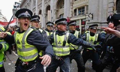 Police-stop-G20-protester-001