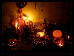 Samhain_ALtar_2009_by_WiLheLmine