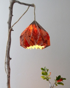 turn-a-trader-joes-grocery-bag-into-a-pendent-lamp-crafts-diy-home-decor