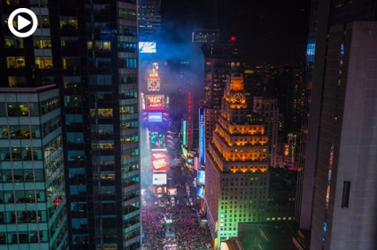 fstoppers-times-square-nye-new-years-eve-new-york-city-ball-drop-timelapse-group