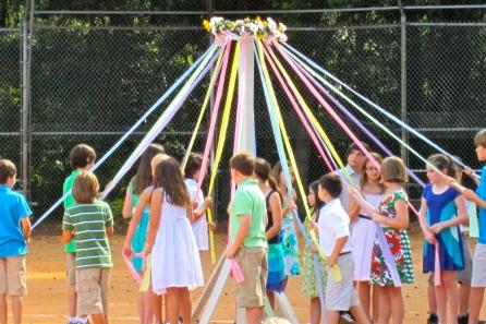 kids-around-maypole-2