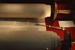 Torah_and_jad